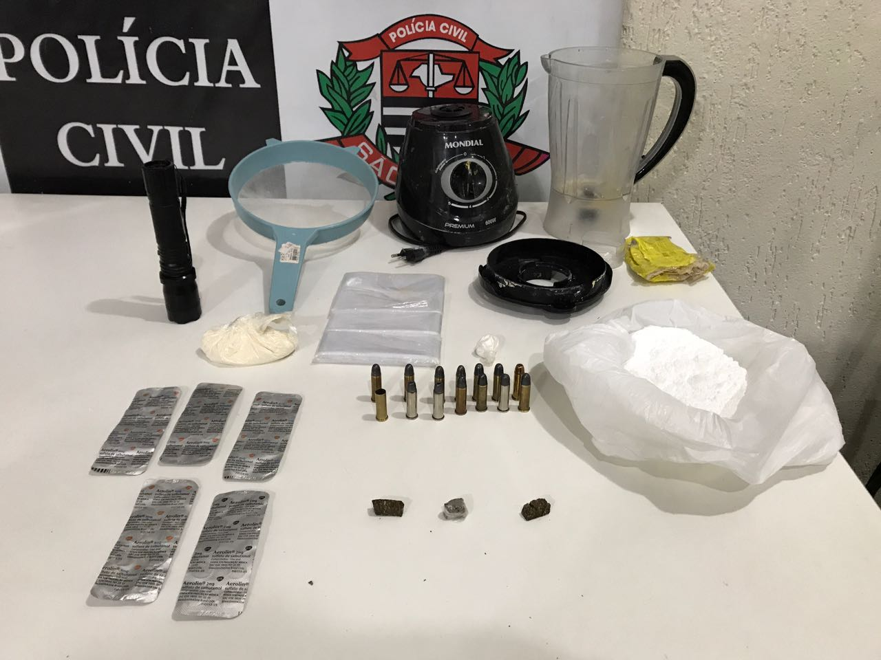 Drogas e munições apreendidas